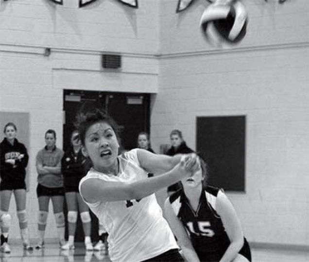 Karlye Wong makes a pass for the Gaels on Friday night.