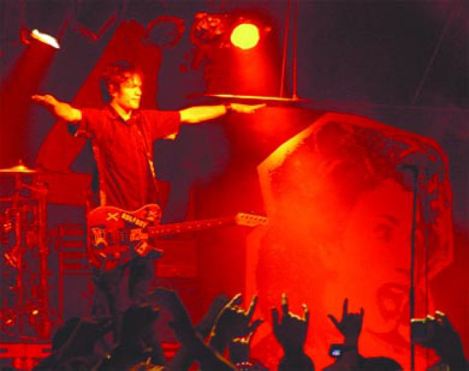 Sum 41 singer Deryck Whibley scans the crowd at last year's frosh concert.
