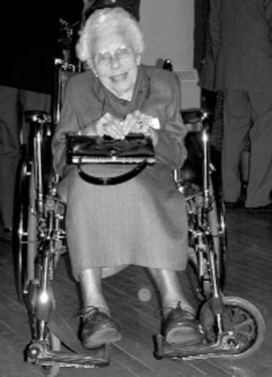 Evelyn Fudge, the oldest living Queen's graduate, on Saturday night.