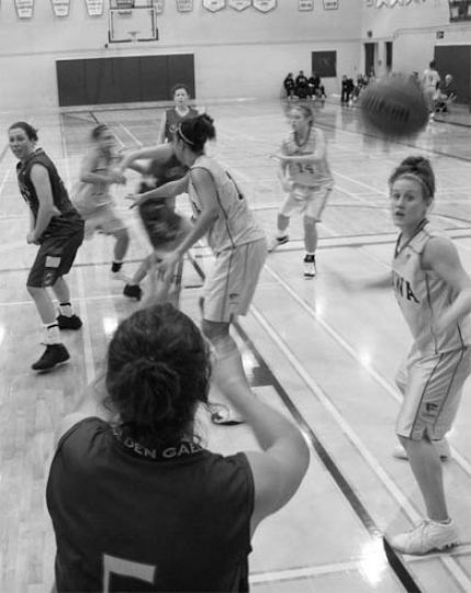 Women's basketball was victorious against the Ottawa Gee-Gees this weekend.