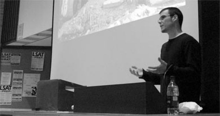 Canadian journalist Jon Elmer spent much of 2003 freelancing in the Gaza Strip. He spoke at Queen's last night.