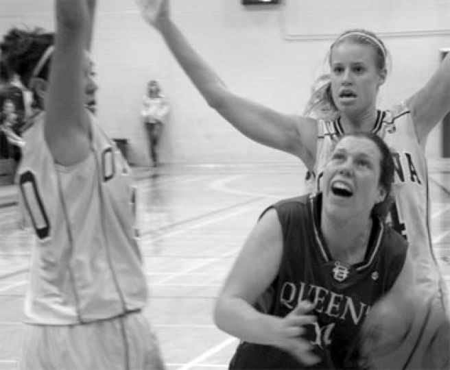The Gaels often found themselves outmatched in terms of height against U of T.