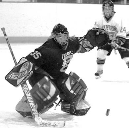 Queen's goaltender Melissa John follows the bouncing puck in the OUA bronze medal game.