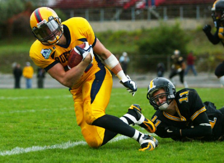 Gael Mike Giffin tries to evade a tackle from Waterloo's John Boonstra.