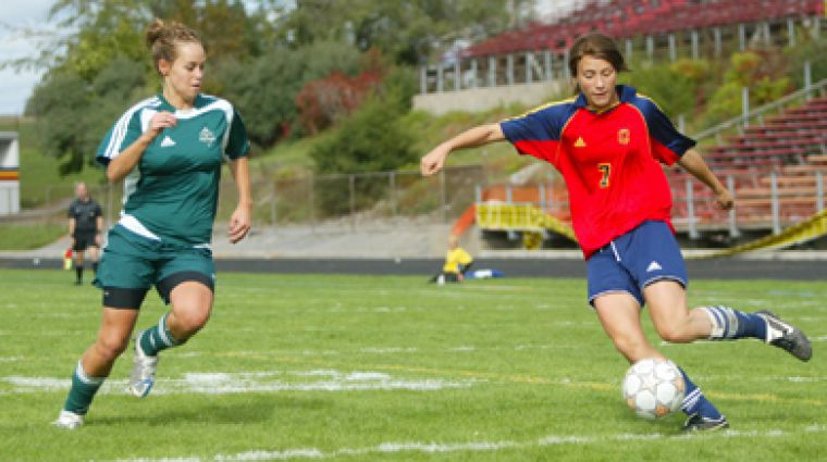 Queen's striker Claire Parsons (7) prepares to launch a shot at the goal Sunday against Trent.