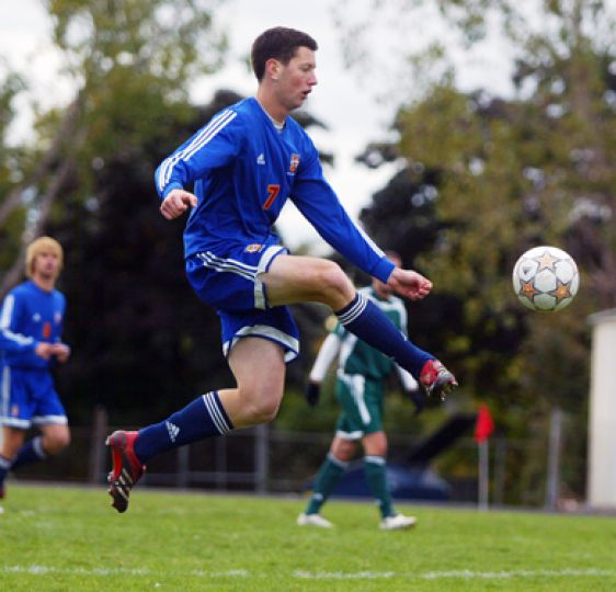 Gaels' midfielder Steve Irish in action on Sunday against Trent.
