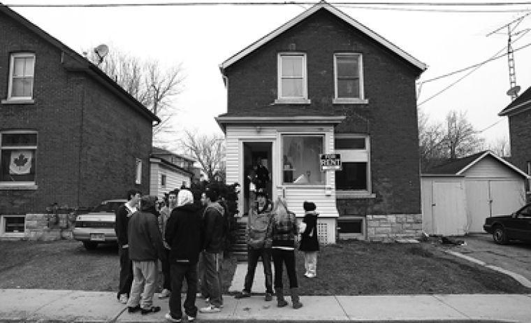 House-hunting students gather outside a Phil Lam-owned property on William Street. Phil Lam won the AMS's Golden Cockroach Award two years in a row.