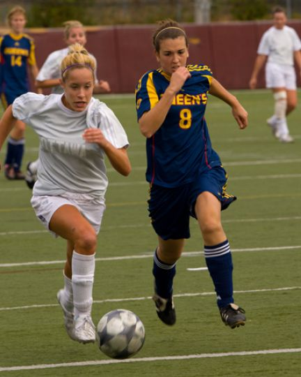 Queen's defender Katie Dalziel challenges Ottawa's Courtney Luscombe for the ball Sunday. The Gee-Gees won 1-0.