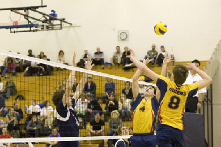 Queen's setter Dan Rosenbaum sets up middle hitter Sam Pedlow for a kill against the University of Toronto Friday.