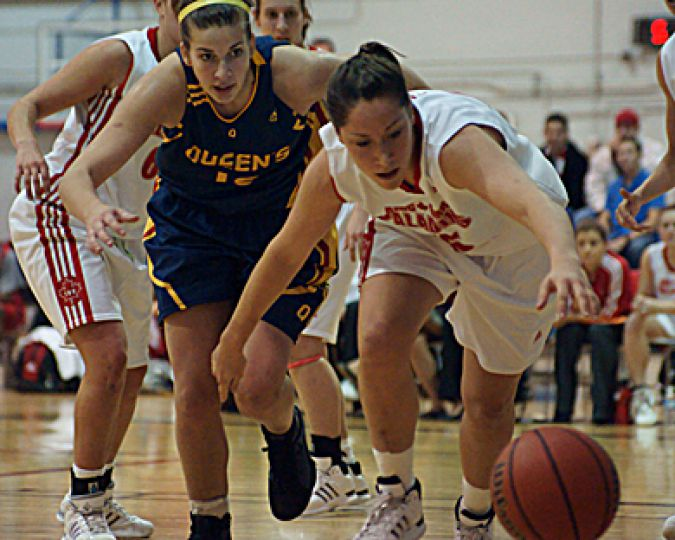Gaels' forward Erin Skippon scrambles for a loose ball against the Paladins' Anna Dupuis. Queen's beat RMC 68-53.