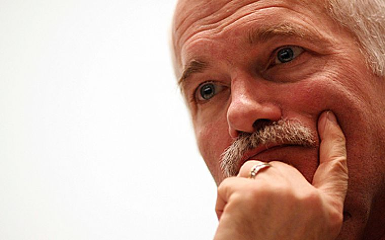 Last night, NDP Leader Jack Layton paid a visit to students and Kingstonians to discuss experiences, ideas and solutions to the current economic crisis. The forum, held in the BioSciences Complex, was part of Layton's cross-country tour to gather input on what Canadians think of the recession.