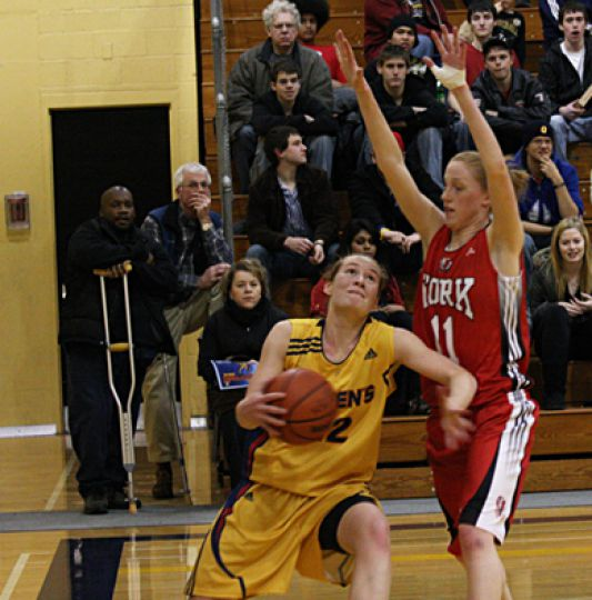 Queen's forward Alaina Porter drives to the net Jan. 9 against York. The women's basketball team lost in the quarterfinals.