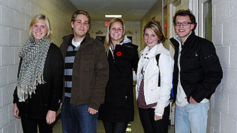 Five commerce students organize a weekly program at Frontenac Institution to help inmates integrate back into society after their release from prison.