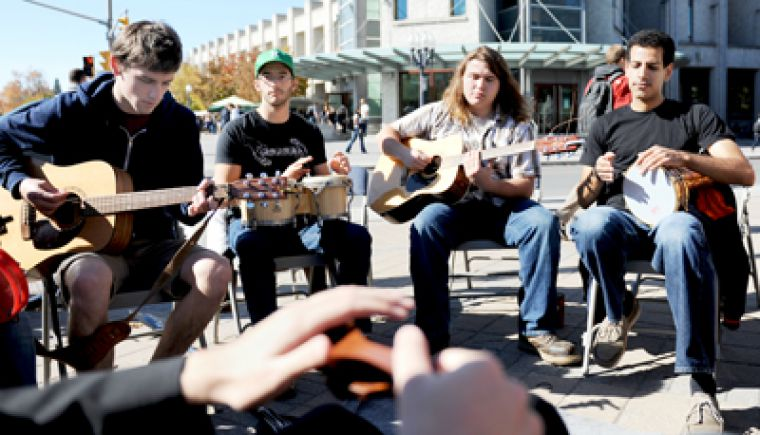 Last Wednesday at 1 p.m., students met at the corner of Union St. and University Ave. for an impromptu jam session