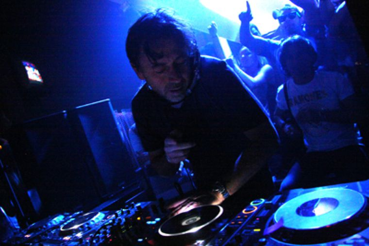 Internationally renowned DJ Benny Benassi unleashed his trademark beats at his Stages gig on Wednesday night.
