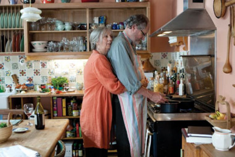 Tom (Jim Broadbent) and Gerri Hepple (Ruth Sheen) grapple with life as a happily married couple amongst their mostly dejected friends.
