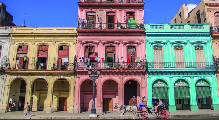 Havana is vibrantly colourful. Developing under the influence of both Spanish and American culture has given the city an extraordinary uniqueness.