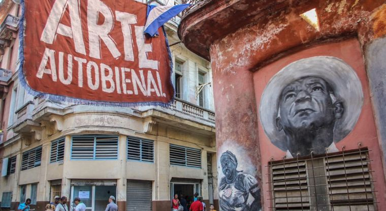 Havana is unparalleled to anywhere I have been before. Its intriguing aura and artistic identity are pervasively embedded in every single corner on the street, and in the most ordinary facets of people's lives.