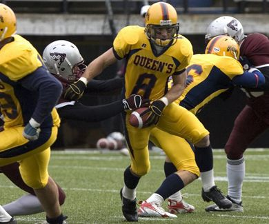 Rob Bagg eludes a tackle in a game against the Ottawa Gee-Gees this season.