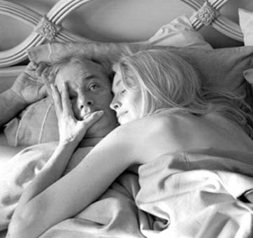 Don Johnston (Bill Murray) finds himself in an awkward position when he wakes up to ex-flame Laura (Sharon Stone).