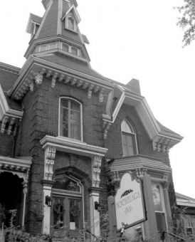 Guests staying at the Hochelaga Inn have reported many ghostly encounters.
