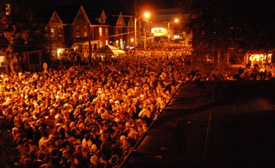 An estimated 5,000 to 6,500 party-goers crowded onto Aberdeen Street Saturday night.