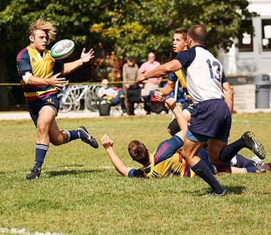 Mason Curtis attempts to score another Gaels try but can't pull in the catch during Sunday's game.