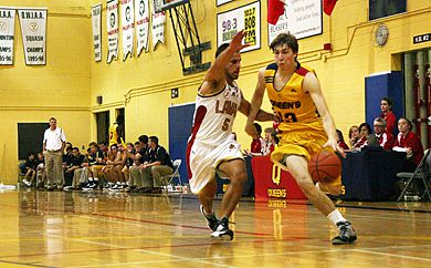 Gaels' guard Tim Boyle drives at the basket against the Rouge et Or during Queen's 89-87 win.
