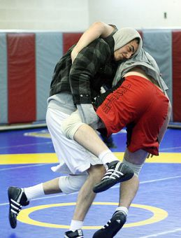 Two wrestlers try to get the upper hand on eachother during practise in the PEC's combat room.