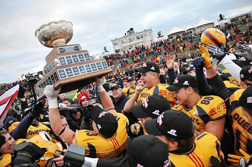 The Queen's Gaels celebrate their Vanier Cup victory after a comeback 33-31 victory over the Calgary Dinos in Quebec City on Saturday.