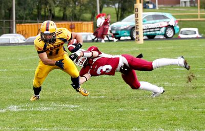 Running back Jimmy Therrien battles against the Ottawa defence in the Gaels' 27-25 loss on Saturday at Richardson Stadium.