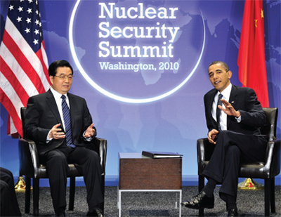 US President Barack Obama meets with Chinese President Hu Jintao in Washington to discuss issues of nuclear security.