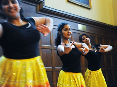 Art for AIDS was a multi-faceted exhibit, displaying jewelry, canvas art, photography and fashion up for auction alongside performances by the QISA Dance team (pictured above) and Saki Uchida.