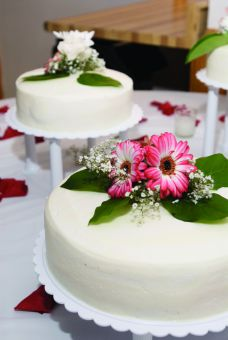 Queen's Event Services provides catering for wedding receptions on campus.