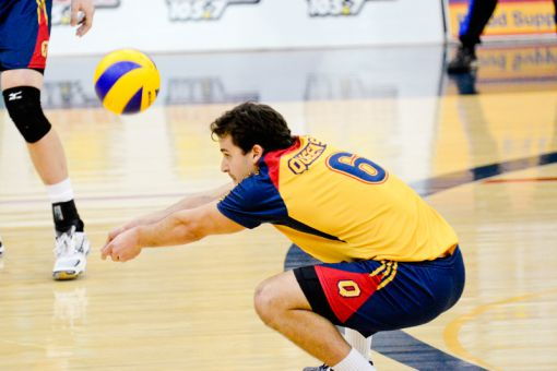 Fourth-year libero Alex Oneid goes for a dig during the men's volleyball team's 3-1 win over the University of Toronto Varsity Blues.
