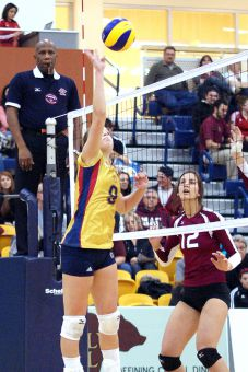 Katie Hagarty and the women's volleyball team couldn't beat the McMaster Marauders in Hamilton on Friday night.