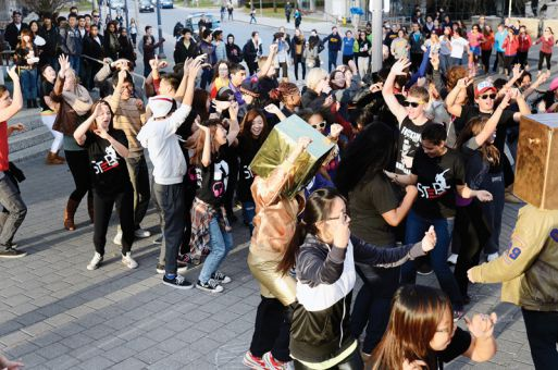 The Queen's Step Crew club leads a flash mob outside of Stauffer Library on Nov 20.