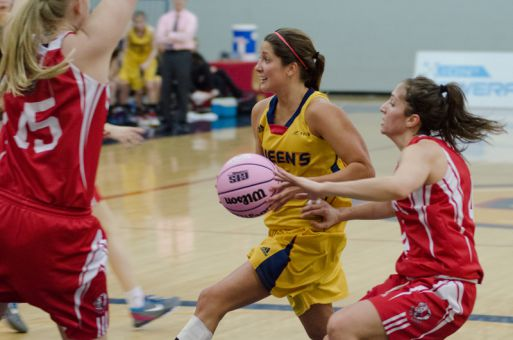Guard Lisa Minutillo penetrates the York defence in last night's win.