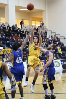 Greg Fauklner made 24 points in the Gaels' 84-82 win over Laurentian on Saturday.