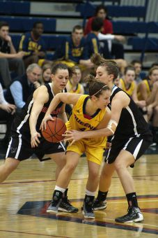 Guard Liz Boag (above) hit four of 10 field goal attempts against Carleton.