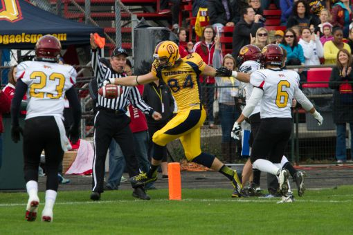 Receiver Scott Macdonell hauled in a seven-yard touchdown pass on the game's opening drive.