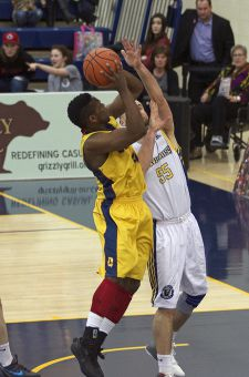 Roshane Roberts hit a game-winning three-pointer with 1.4 seconds left against Laurentian.