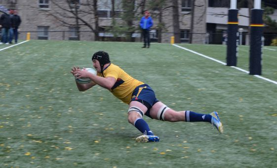 James Dent's early second half try put the Gaels in front 17-16. Queen's would hold the lead for the rest of the match.