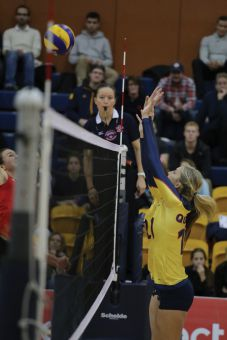 Niki Slikboer and the Gaels' front line must be at their best against the Ottawa Gee-Gees' aggressive blocking.