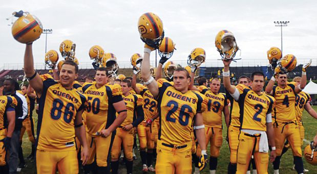 Ben D'Andrea (#26) salutes the Richardson faithful during the 2009 run to the Vanier Cup.