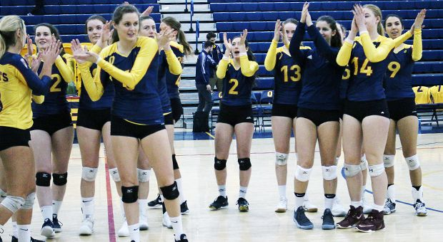 Women's volleyball are second in the OUA East with an 8-3 record.