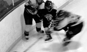 The women's hockey team shrugged off Waterloo's clutching and grabbing to win 5-1on Saturday.