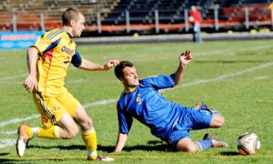 Nathan Klemencic goes for the ball against the Laurentian Voyageurs' goalkeeper Wednesday.