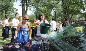 Frosh wash cars to raise money for the Cystic Fibrosis Foundation of Canada.