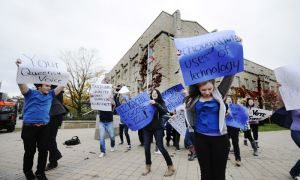 "On Oct. 20, flash mob participants danced to ""Moves like Jagger"" on the corner of University Avenue and Union Street in support of Nick Francis' campaign for rector."